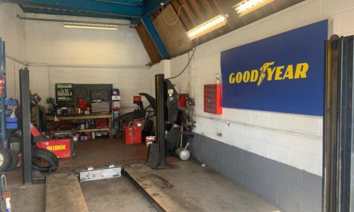 HiQ-Tyres-Autocare-Horley-workshop-with-GY.JPG