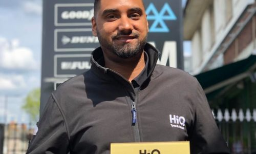Amar receiving HiQ East Ham's Gold Standards Award 2019