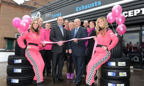 HiQ Stafford- Franchisee Chris Kisby cutting the ribbon