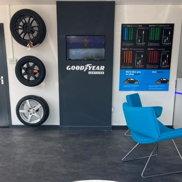 Hi Q Tyres Autocare Horley waiting area new 1