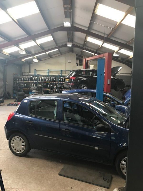 Hi Q Tyres Autocare Ruthin workshop and customer vehicles